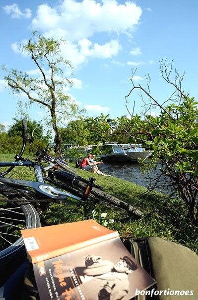 Lesestunde am Landwehrkanal