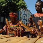 """Deutsch-kamerunisches """"Grasland"""": Auf Holz geklopft"""