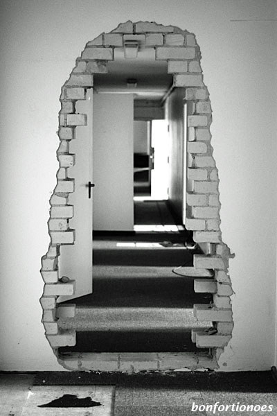 US-Hauptquartier Dahlem: Mauerdurchbruch