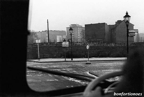 Berliner Mauer an der Bernauer Straße in 1961