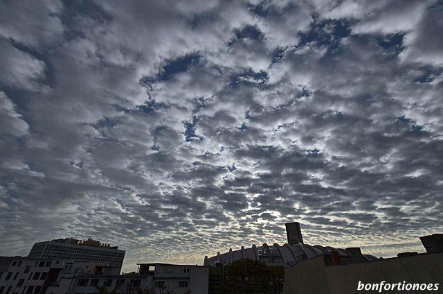 Frühes Wolkenspiel