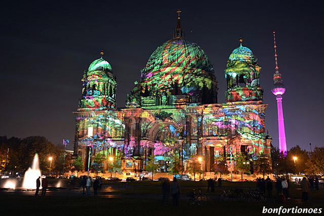 Berliner Dom und Telespargel beim Festival of Lights 2011