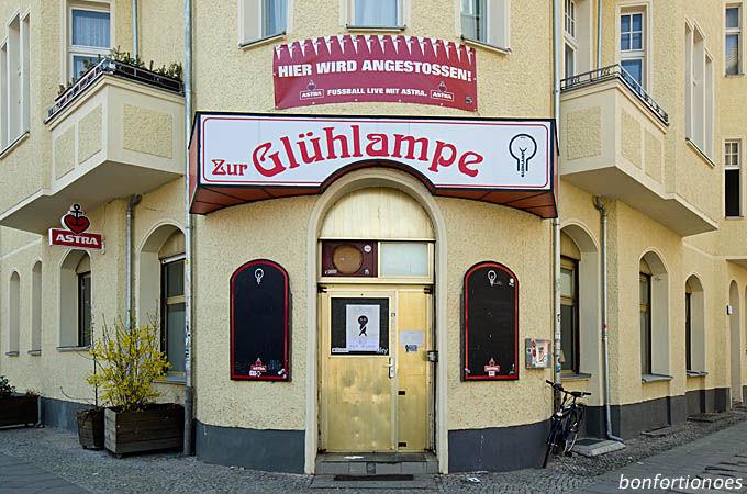 """Eckkneipe """"Glühlampe"""" in Berlin-Friedrichshain"""